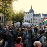 1 ember + 1 ember = gyűlés: hétfőn lép életbe az új gyülekezési törvény