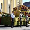 Vicces, fura és meglepő kocsik vonultak a Virágkarneválon - fotók