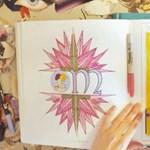 A divattörténet legszebb korszakait idézi a Vogue színezőkönyve