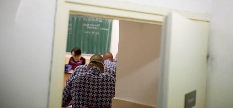 Börtön lesz a kiskunhalasi menekültközpontból, középiskolákból is toboroznának