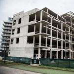 Százmilliókat dobott a kormány az építési vállalkozók ölébe