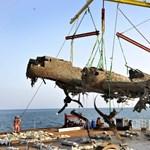 Fotó: Második világháborús bombázó roncsait emelték ki a La Manche csatornából