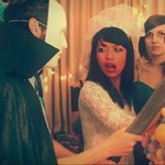 Zene Halloween napi kávéhoz: Summer Camp - Down (videó)