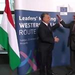 Most is vicces volt a Juncker-Orbán kézfogás