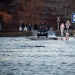 Lezártak egy útszakaszt Sajókazánál a Sajó áradása miatt
