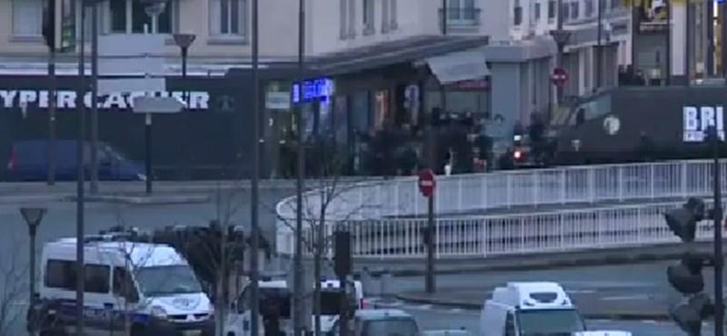 Videó: Két helyszínen egyszerre rohanták le a túszejtőket