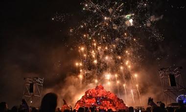 Új ébresztővel szolgált a Sziget éjfél körül: tűzijáték borzolta az óbudaiak idegeit