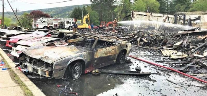 Rengeteg régi Chevrolet égett porrá egy HBO-sorozat forgatási helyszínén