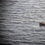 Ausztrália drasztikus megoldást javasol: vissza kell fordítani a vízen hánykolódó menekülteket