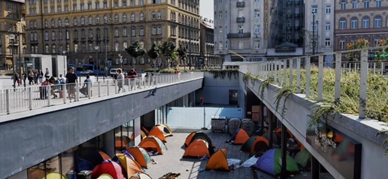 Újra feltűntek a sátrak a Keletinél - fotók