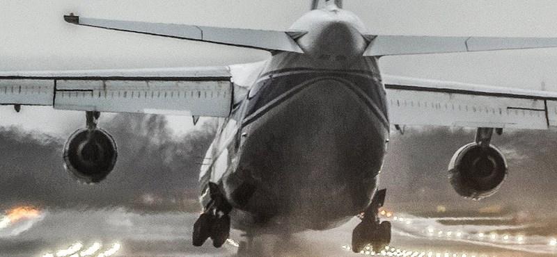 Videó: extrém erős szélben kellett leszállnia a 173 000 kilós óriás-repülőgépnek