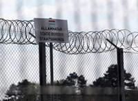 A kormány csendben meghosszabbította a határzárat