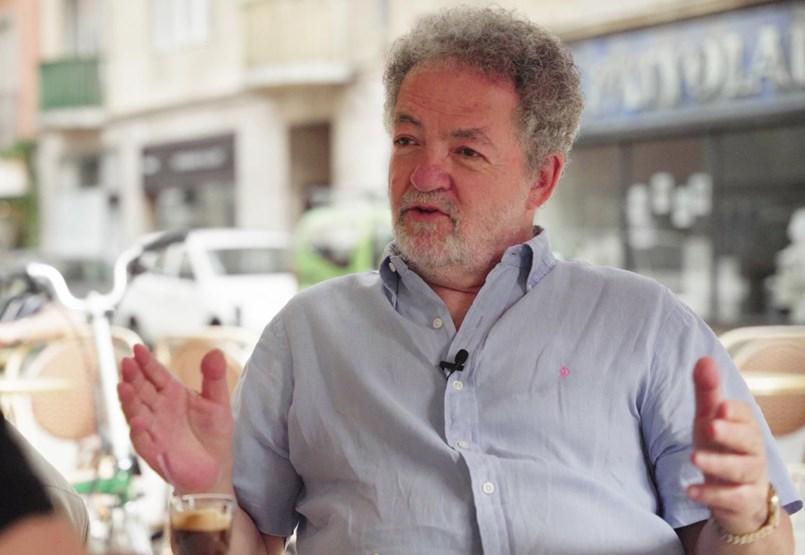 """""""Ostobaságot követett el a maga szempontjából a hatalom"""" – Arató András, a Klubrádió elnöke a HVG Teraszon"""