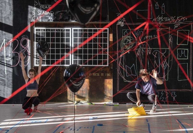 Kivéreztetés és törvénytelenség: problémás pénzosztás a független színházaknál