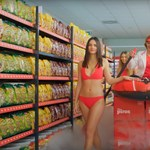 A reklámszövetség is kiakadt a CBA bikinis reklámja miatt