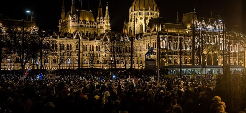 """Vasárnap délután a """"dühös magyarokat"""" várják tüntetni a megszorítások ellen"""