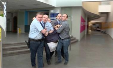 Képviselők az MTVA-ban: Hadházy megint lepattant Pintérről