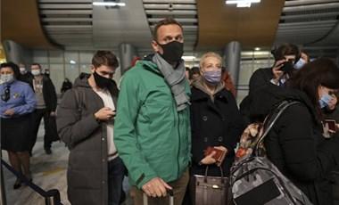 Hazaérkezése után azonnal letartóztatták Navalnijt az orosz hatóságok