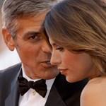 Videó: az ötvenéves Clooney olasz barátnője meztelenre vetkőzött