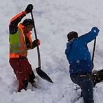 Betemetett zergét ástak ki a hóból osztrák vasutasok – videó
