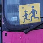 Mielőtt a gyerek felszáll a buszra