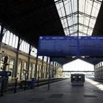 Kiderült, hol graffitizték össze a felismerhetetlenségig a MÁV vonatát