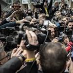 Megrohanták az újságírók Orbánt az uniós csúcs sajtótermében – fotó