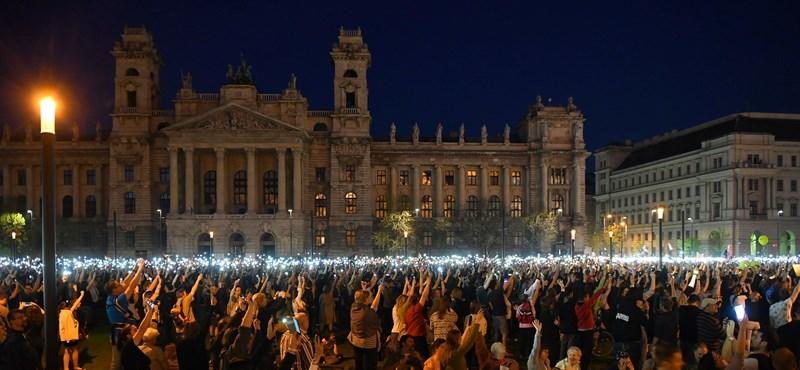 """""""Ha a Fidesznek van becsülete, új választást ír ki"""" - a tüntetők a jövő héten folytatják"""