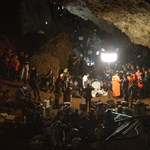 Megtanítják búvárkodni a barlangban rekedt thai gyerekeket, hogy ki tudják őket menteni