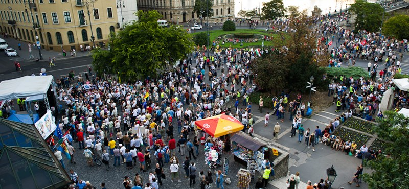 Befejezték az ülősztrájkot a Lánchídnál