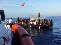 Engedély nélkül kötött ki Lampedusán egy mentőhajó, a hatóságok lefoglalták
