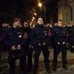 Tojással dobálták meg a Fidesz-székházat tüntetők – videó