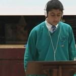 Megható videó: legyőzte a dadogást egy 17 éves fiú