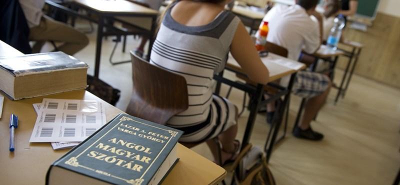 Ingyenes nyelvtanfolyamok, karrier-tanácsadás és szakkoli: egyetemi szolgáltatások