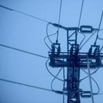 Jól megszagatta a szél az elektromos vezetékeket Jász-Nagykun-Szolnokban