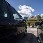 Parkolóban tartott autós istentiszteletet egy református pap