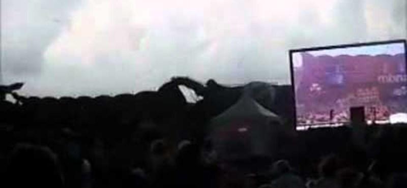 Amatőr videó: összedőlt a nagyszínpad egy zenei fesztiválon