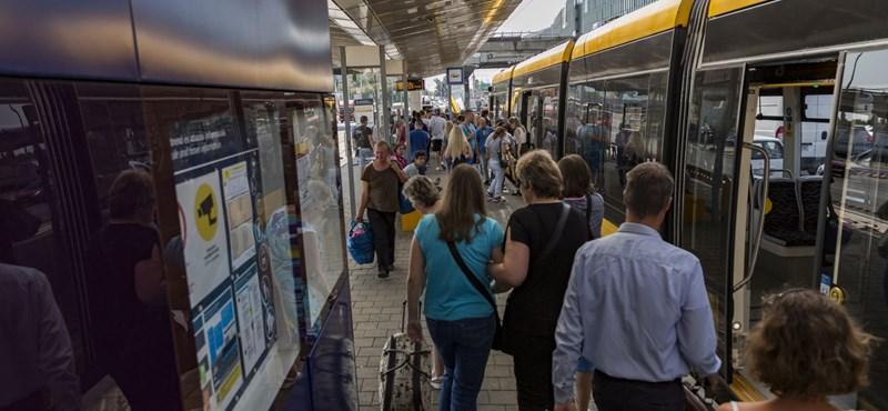 Mit gondol, bicikliznek, autóznak, vagy tömegközlekednek a legtöbben az országban?