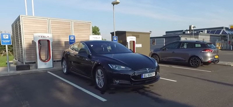 Olyan fejlesztést villantott a Tesla, amitől megint a legjobb lett