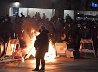 Rendőr hajtott autóval a tüntetők közé az Egyesült Államokban