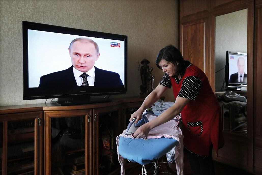 epa.14.12.04. - Moszkva, Oroszország: házimunka Vlagyimir Putyin évértékelő beszéde közben - 7képei
