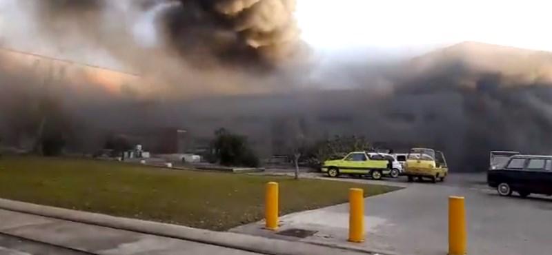 Kigyulladt a Seat múzeuma, több száz autó volt veszélyben – videó