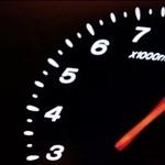 Az hogy lehet, hogy 150-nel húz el a kamion a belső sávban? - videó
