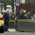 Videón az autós támadás a londoni parlamentnél