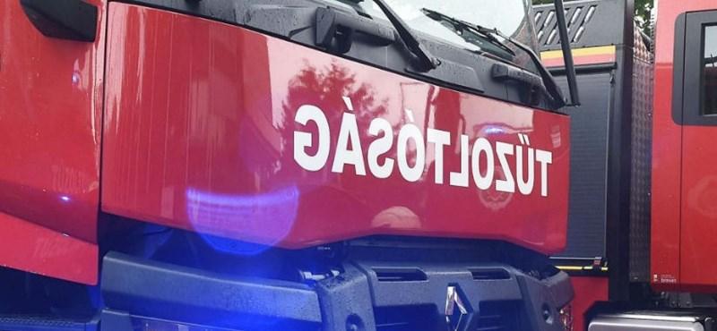 Lángoló kamion miatt zárták le az M1-est