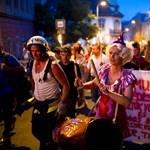 Bohócforradalom Budapest utcáin – Nagyítás-fotógaléria