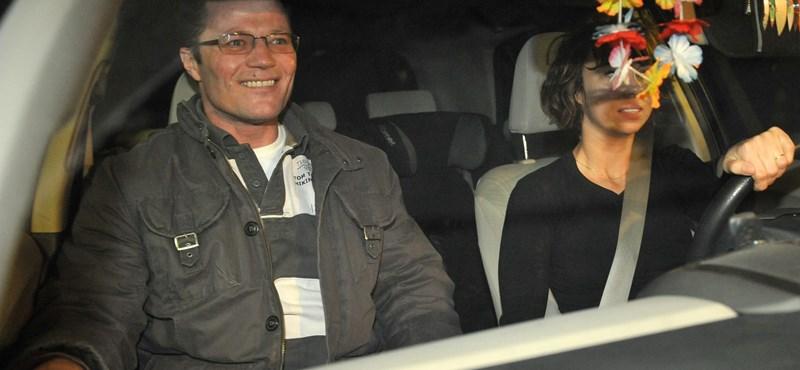 Fotó: felesége autójában már mosolygott Stohl András