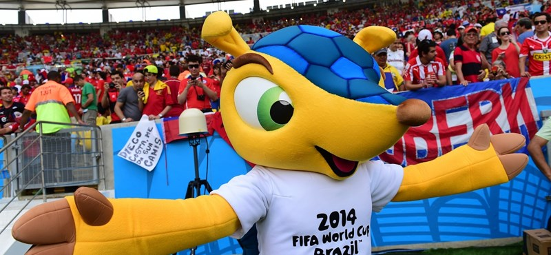 Meglepetés Algéria, eltiltott Suárez – hírek a focivébéről!