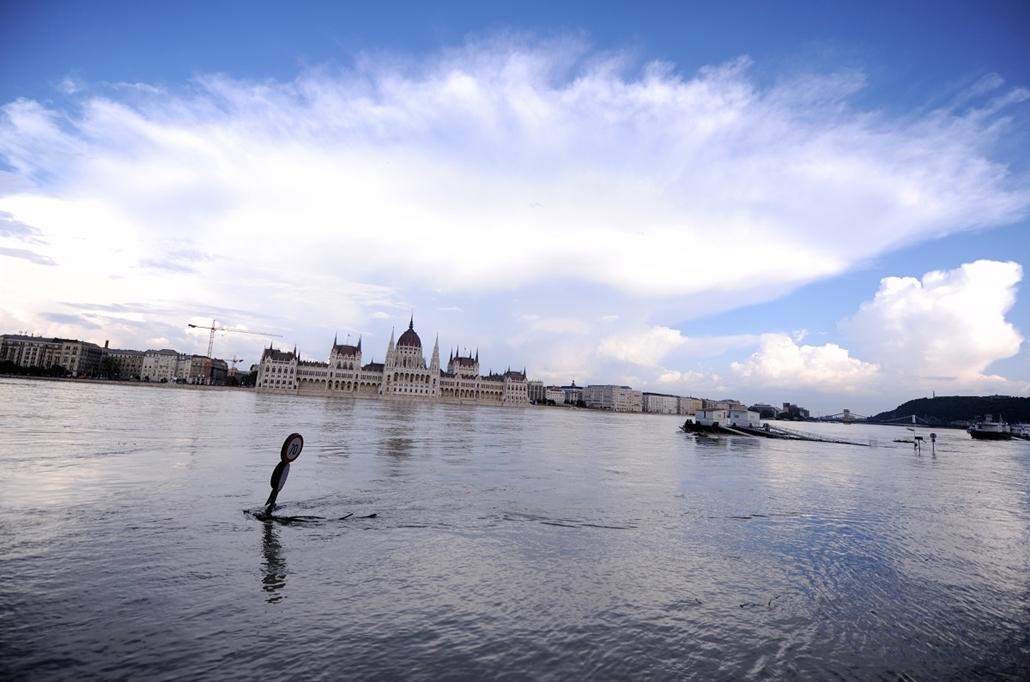 Árvíz 2013, Duna árvíz 2013, Budapest, Parlament
