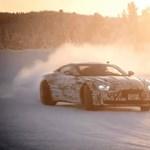 Csodás látvány a finnországi télben driftelő Aston Martin prototípus – videó